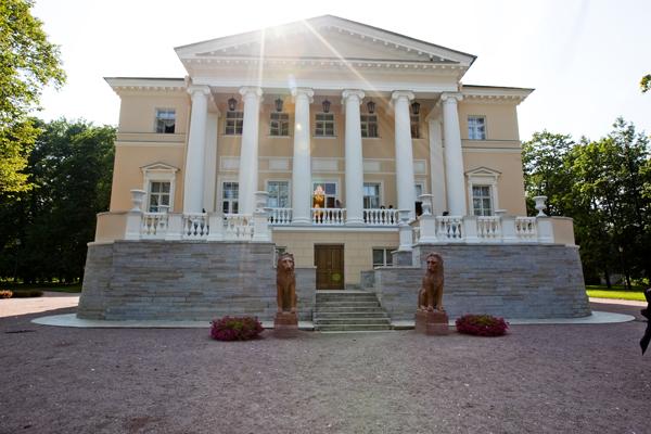Новый дворец вид спереди