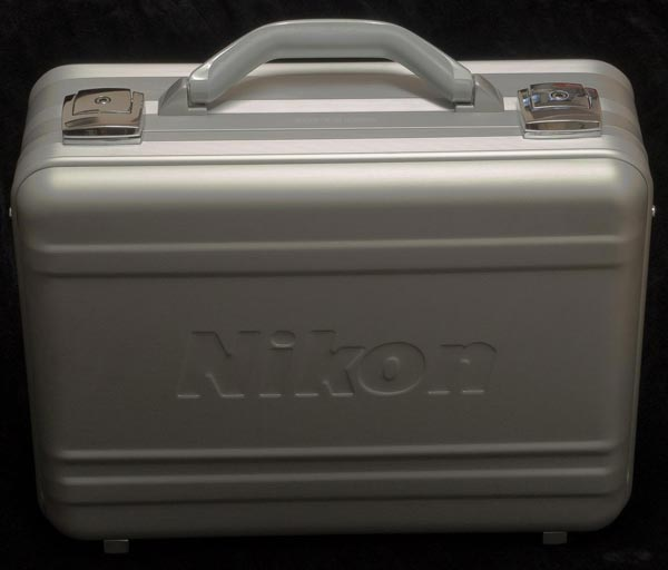 Nikon представляет лимитированный набор объективов