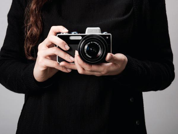 Samsung одной из первых выпустила «умный» фотоаппарат SC1
