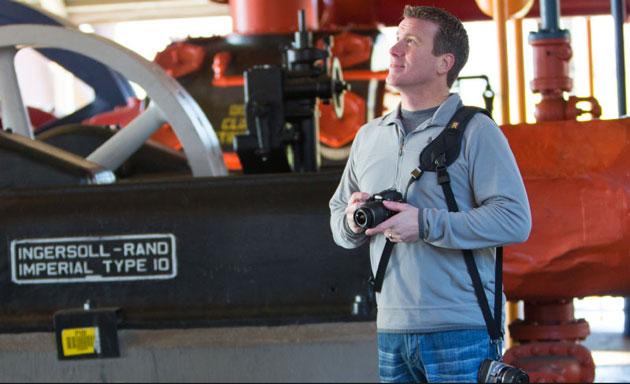 Универсальная система Black Rapid Yeti поможет удобно носить сразу две фотокамеры.