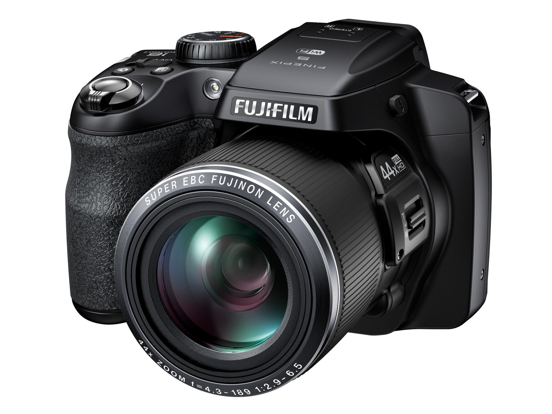 Длиннофокусный компакт-аппарат Fujifilm Finepix S8400W позволяет быстро передавать отснятые материалы без проводов