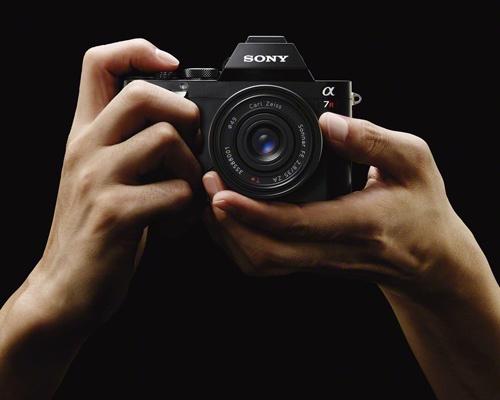 Sony представила сегодня фотоаппараты со сменной оптикой A7 и A7R