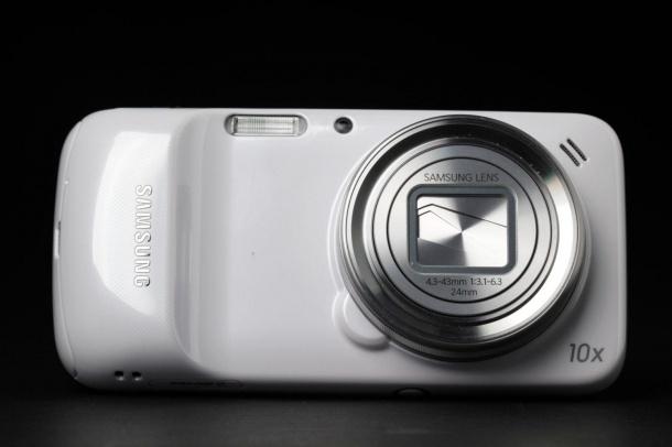 В Сети появилось фото  Samsung Galaxy K Zoom (S5 zoom)
