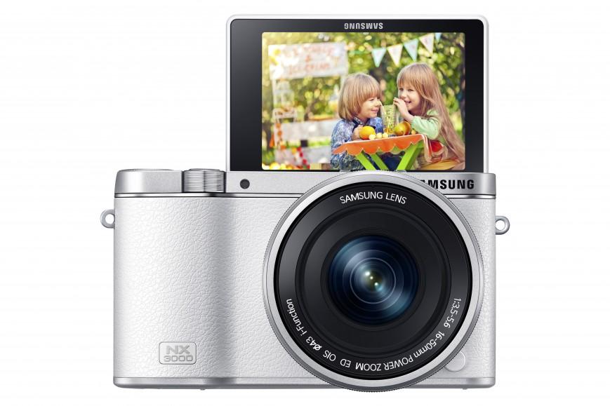 Компания Samsung официально представила очередное пополнение в линейке фирменных компактных системных камер в виде модели NX3000