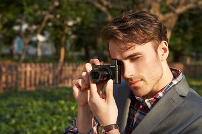 Компания Sony анонсировала камеру Sony Cyber-shot RX100 III