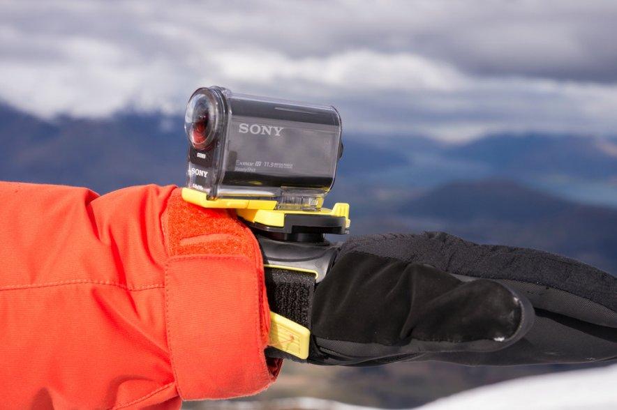 Компания Sony представила в России компактную камеру для экстремальных съемок HDR-AS20