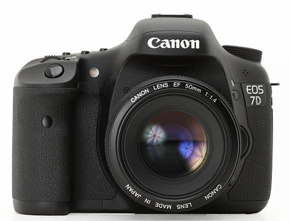 Цифровая зеркальная фотокамера Canon EOS 7D Mark II