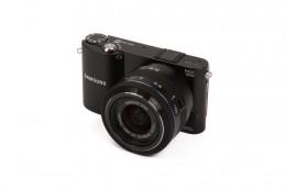 Люди выбирают компактные фотокамеры