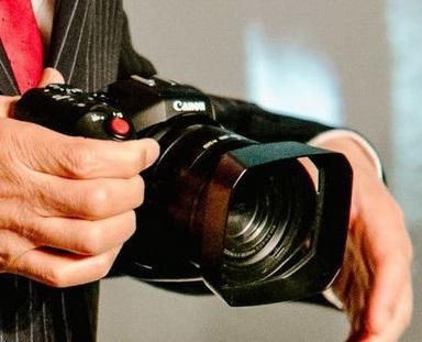 Представители компании Canon продемонстрировали новую камеру на пресс-конференции в Китае