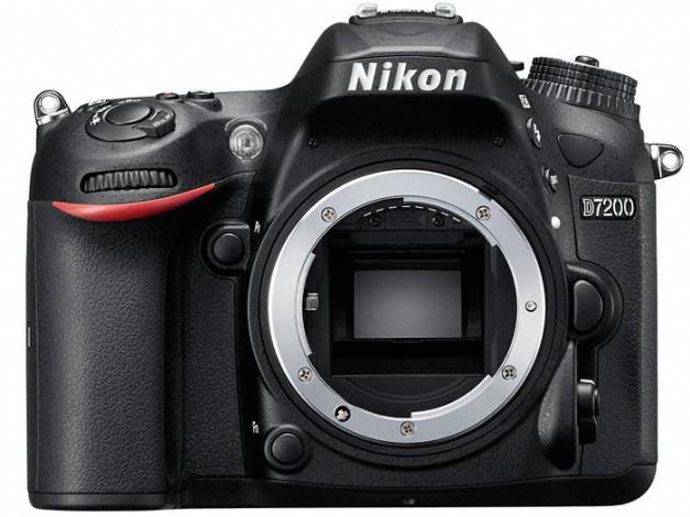 Компания Nikon представила новую зеркальную фотокамеру формата DX — D7200