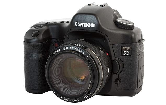 Компания Canon опубликовала на сайте техподдержки рекомендацию для владельцев зеркального фотоаппарата EOS 5D