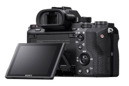 Sony A7R II появится в продаже в августе 2015 года