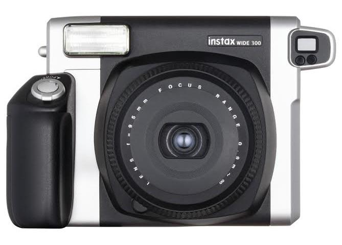 В этом году линейка фотоаппаратов моментальной печати пополнилась двумя совершенно новыми моделями от Fujifilm