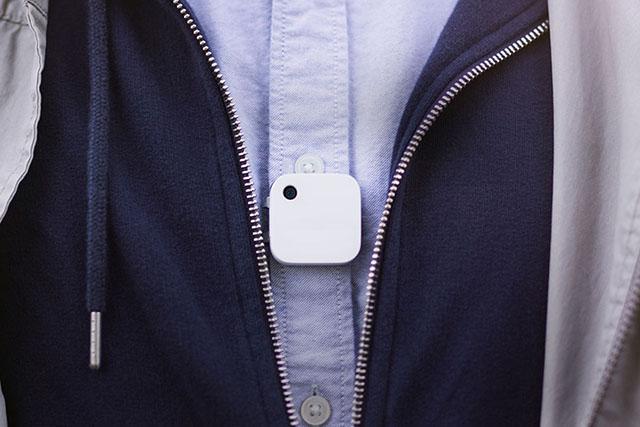 Narrative Clip 2 — эта камера прикрепляется к одежде и делает снимки раз в 30 секунд, создавая своеобразную летопись жизни