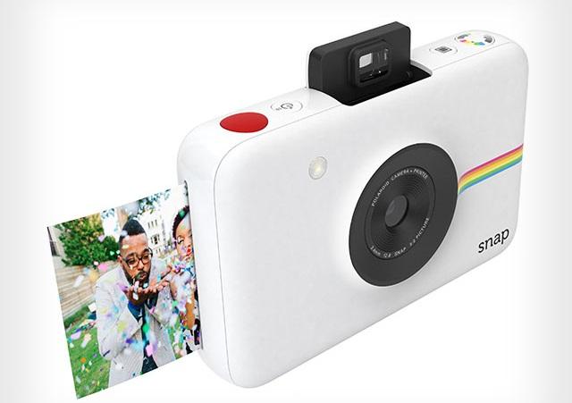 Камеру Polaroid Snap называют «идеальным миксом из ностальгии по моментальной фотографии и элегантного современного дизайна»