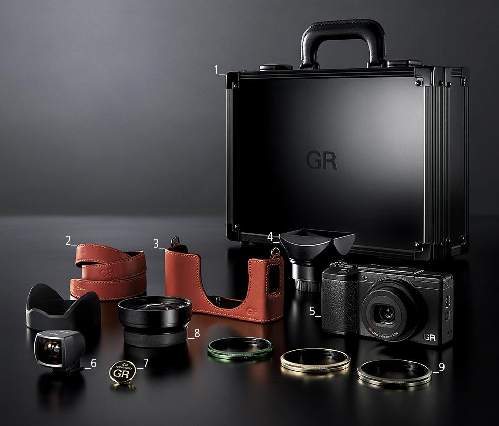 Компания Ricoh Imaging сообщила о выпуске юбилейного набора GR II Premium Kit
