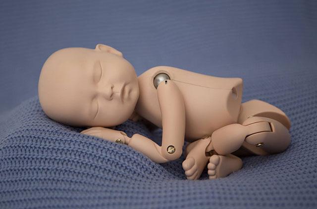 StandInBaby-то первый в мире манекен, который разработан, дабы дать возможность потренироваться в съемке новорожденных