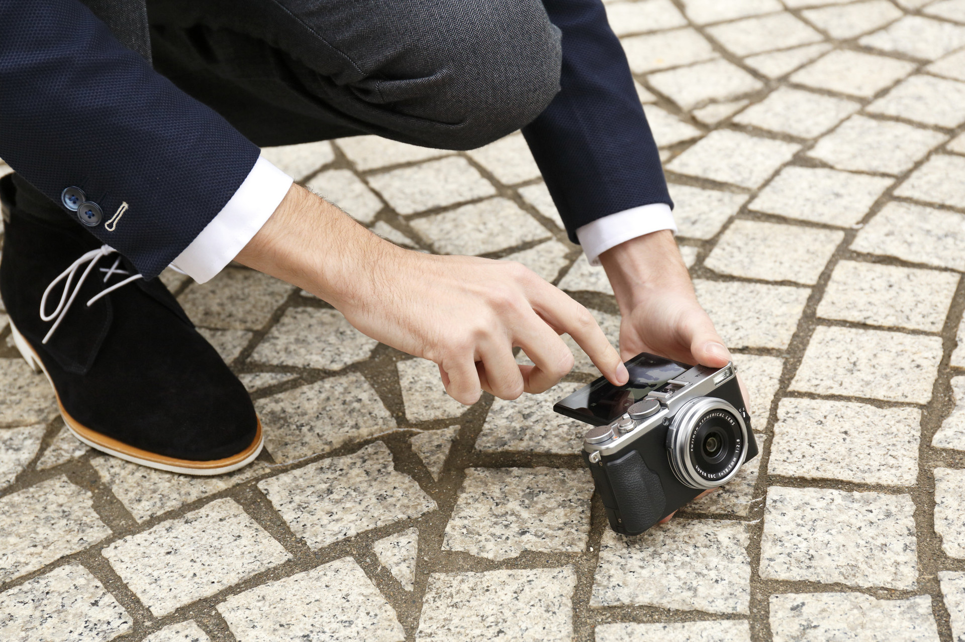 Fujifilm выпустила три новинки:  две камеры премиум-класса X-Pro2 и X70, а также супер-телеобъектив Fujinon XF100-400