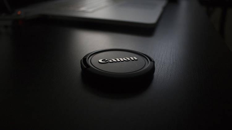 Компания Canon в нынешнем году представит как минимум три новых беззеркальных фотоаппарата со сменной оптикой
