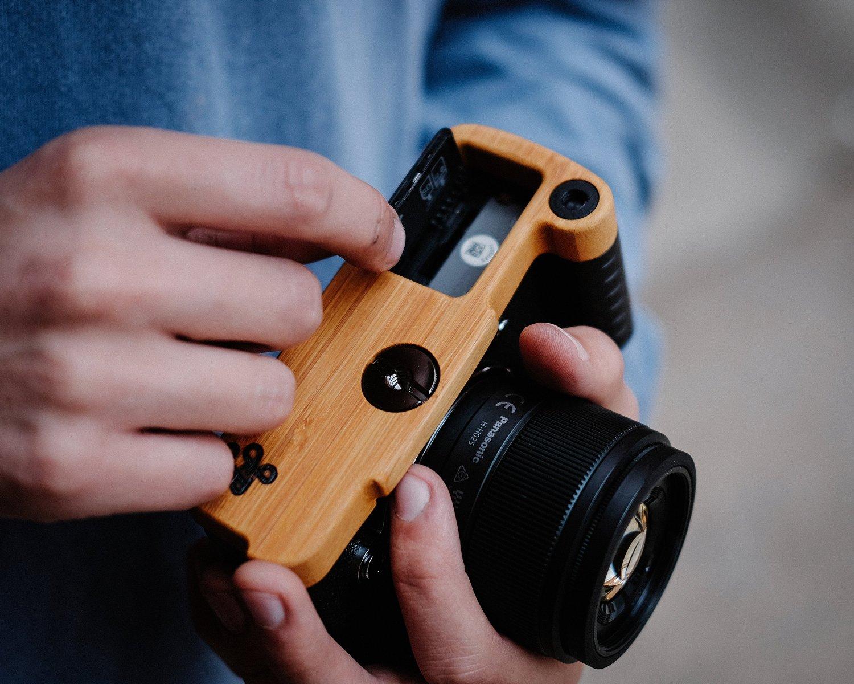 Компания JB Camera Designs продает деревянные рукоятки ручной работы для камеры Olympus PEN-F