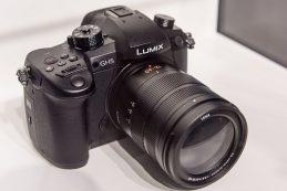 Компания Panasonic показывает ожидаемого наследника свой беззеркальной камеры Lumix GH4 — модель под маркировкой DMC-GH5