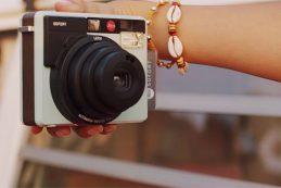 Компания Leica официально объявила о выходе камеры Sofort