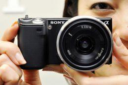 Поставки японских цифровых камер за год упали более чем на 30%
