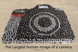 Столетие Nikon отметили самым большим «изображением фотокамеры из людей»