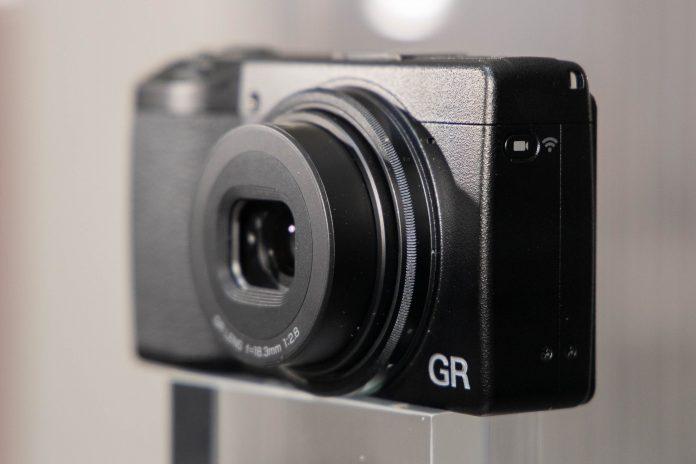 Новый компактный Ricoh GR III