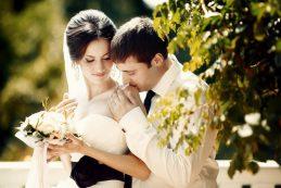 Какого фотографа выбрать на свадьбу: репортажного или студийного?