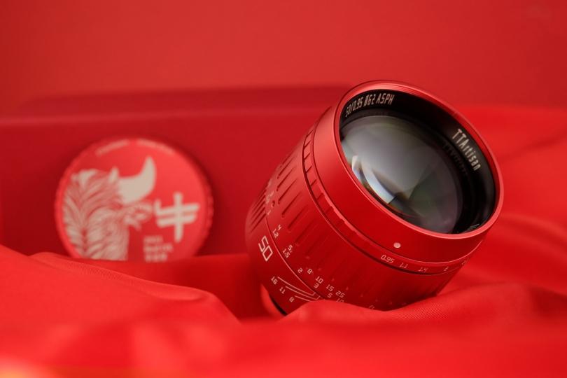 В честь года быка — TTArtisan 50mm f/0.95 в красном цвете корпуса